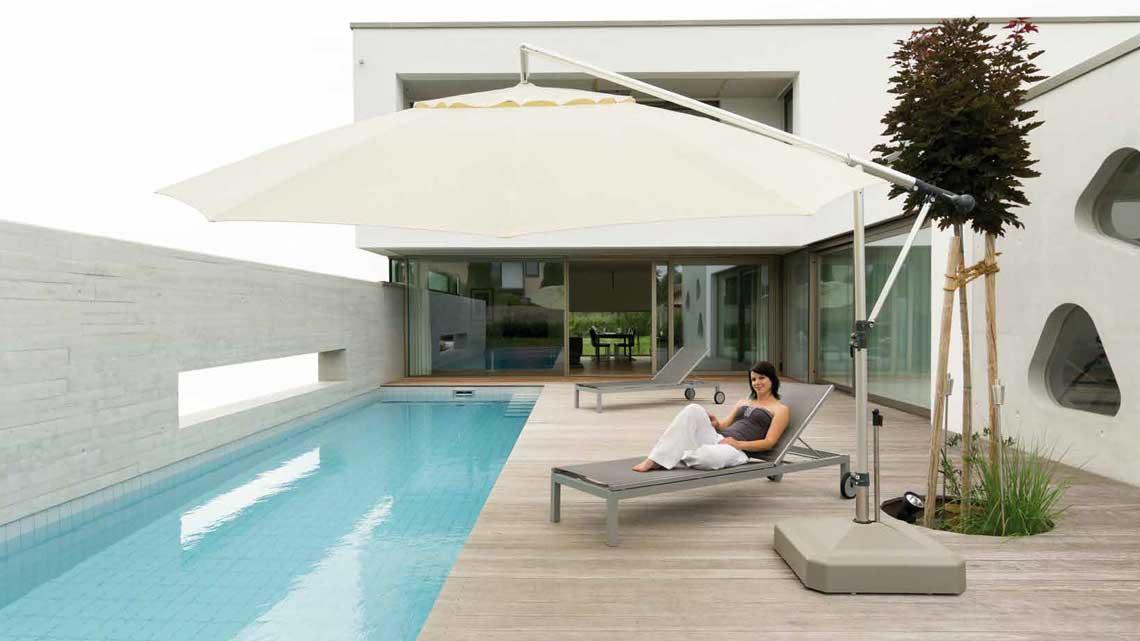 sonnenschirm-pool-may-mezzo.jpg